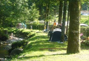 3-camping-belle-hutte-riviere-379x259-369